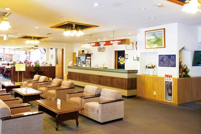 硯川ホテルのフロント・ロビー